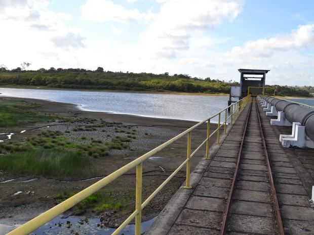 Lagoa de Extremoz, que abastece 70% da Zona Norte, está com volume baixo (Foto: Divulgação/Caern)