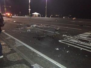 Por volta das 23h20, era possível ver rastros da confusão na Avenida Delfim Moreira (Foto: Lívia Torres/G1)