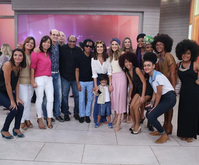 Fátima posa com todos os convidados  (Foto: Fabiano Battaglin/Gshow)
