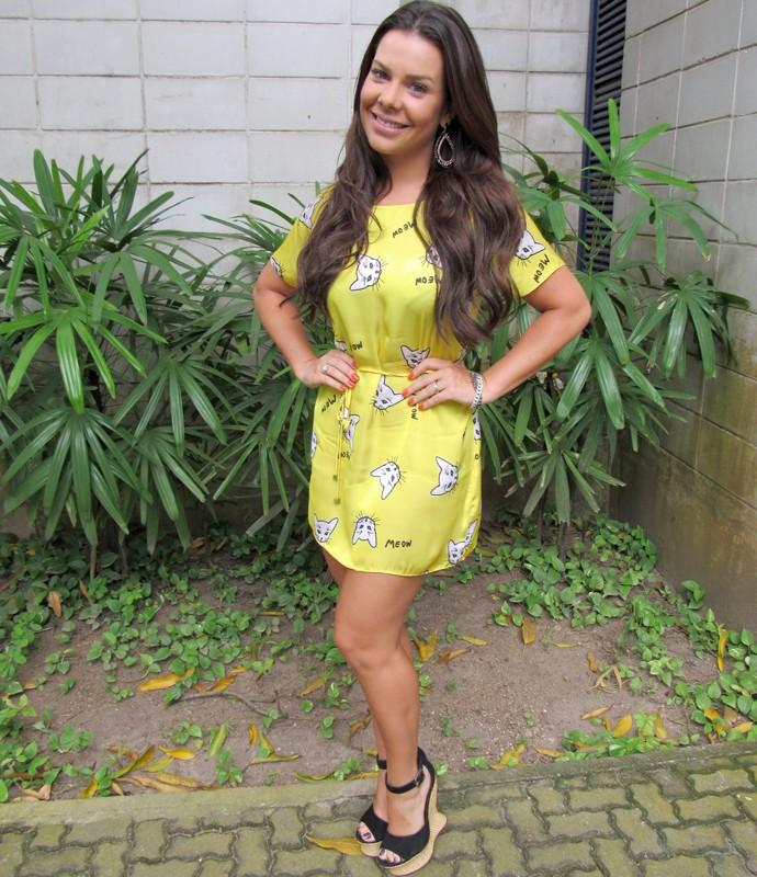 Fernanda Souza exibe a boa forma em vestidinho curto (Foto: Priscilla Massena/Gshow)