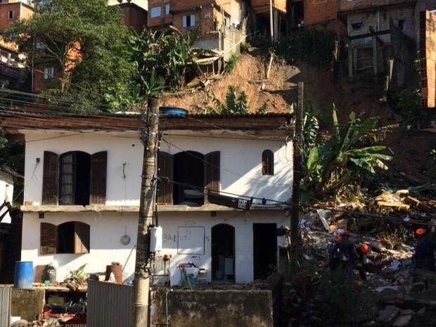 Soterramento em Itapecerica da Serra (Foto: Bruna Vieira/Arquivo Pessoal)