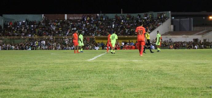 Uniformes usados na partida foram trazidos por Daniel Alves direto do Barcelona (Foto: Magda Lomeu)