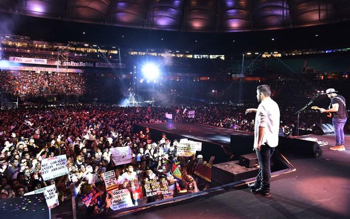 Dupla agradeceu carinho do público em show no Festival de Verão (Foto: Elias Dantas/Ag. Haack)