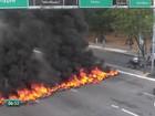 Taxistas protestam contra Uber e bloqueiam vias no Recife