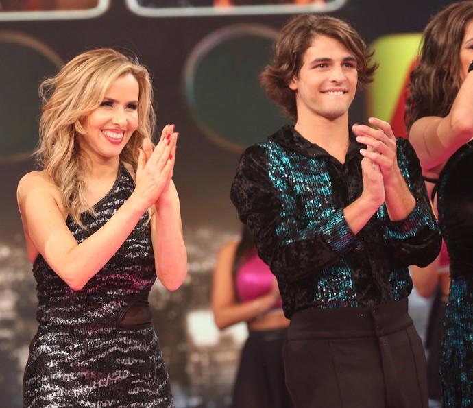 Leona e Brenno comemoram classificação (Foto: Carol Caminha/Gshow)