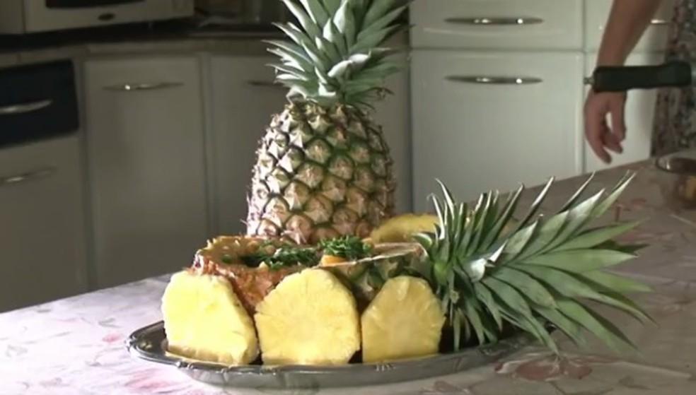 Unidade do abacaxi custa R$ 2,00 em Rolim de Moura (Foto: Reprodução / RPC)