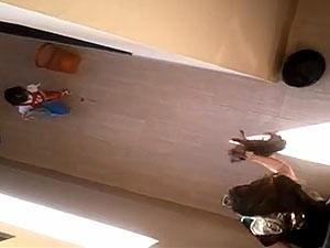 Imagem do YouTube do vídeo que mostra maus tratos a cachorro em Formosa, cidade do Entorno do DF (Foto: Reprodução)