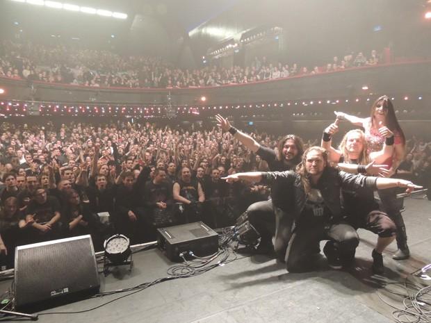 Banda durante turnê pela Europa (Foto: Irisbell Mello/Divulgação Shadowside)