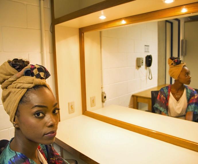 Jéssica aconselha a usar pano chapado para fazer o turbante (Foto: Marina Pirozi / Gshow)
