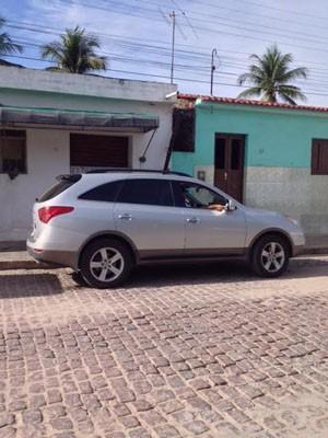 Carro semelhante ao do promotor foi alugado (Foto: Bruno Fontes/TV Globo)