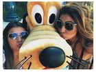 Bruna Marquezine dá beijo em personagem de desenho animado