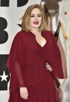 Veja os looks dos famosos no tapete vermelho do BRIT Awards 2016