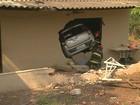 Carro invade casa e atinge menino de 2 anos dentro do quarto em Ribeirão