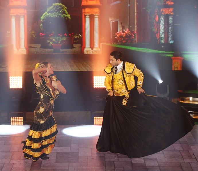 Rainer e Ju dão show no paso doble (Foto: Carol Caminha/Gshow)