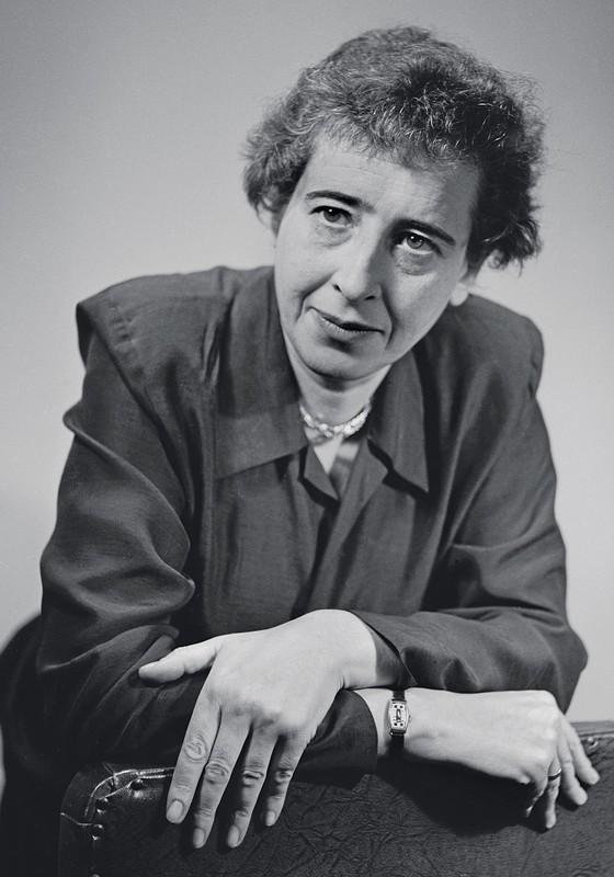 A filósofa Hannah Arendt,que dissecou o nazismo.Ela mostrou que a mentira  política é peça indispensável para técnicas de dominação dos regimes autoritários  (Foto:  Fred Stein Archive/Archive Photos/Getty Images)