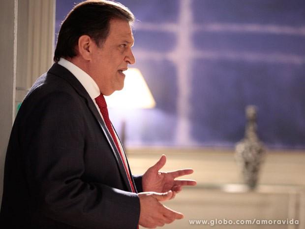 Atílio lembra que César lhe virou as costas (Foto: Pedro Curi/TV Globo)
