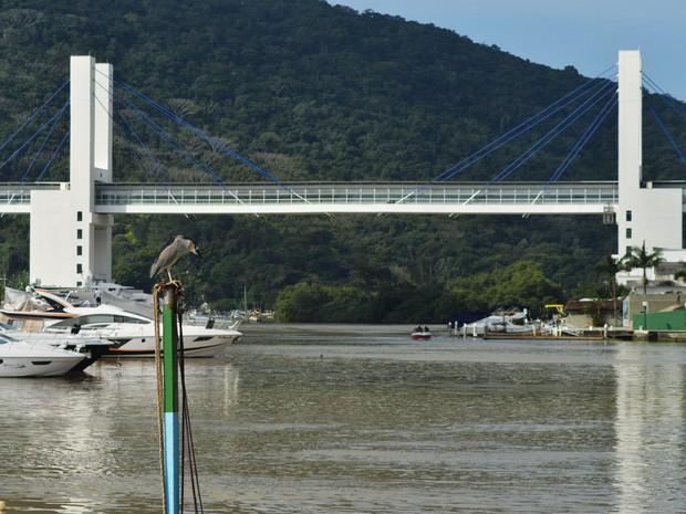 bccf8bb085 G1 - Após atrasos nas obras, passarela é inaugurada em Balneário ...