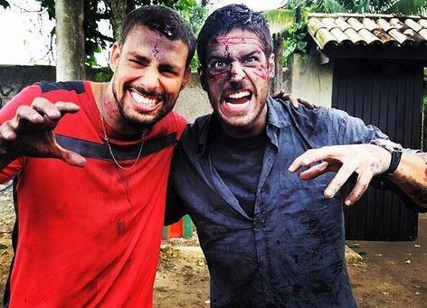 Cauã Reymond e Marcos Pigossi durante cena de gravação da novela A regra do Jogo (Foto: Reprodução do Instagram)