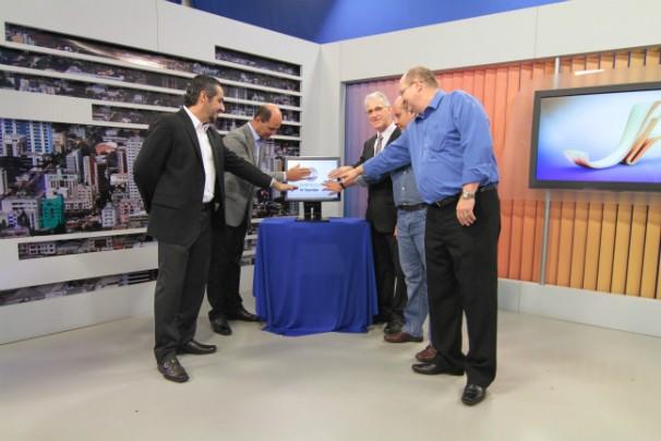 Autoridades estiveram no lançamento do sinal da RBS TV em Chapecó (Foto: Divulgação/RBS TV)