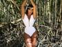 Gracyanne Barbosa posa em clima romântico e exibe bumbum perfeito