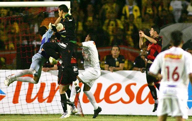 Saulo goleiro gol Sport (Foto: Ag. Estado)
