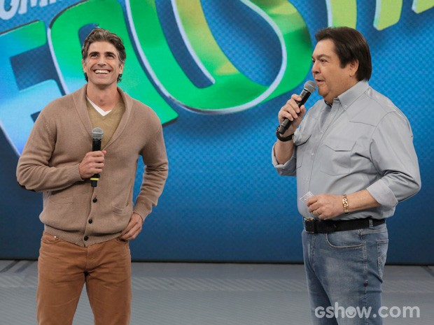 Gianecchini fala de Cadu no palco do 'Domingão' (Foto: Fábio Rocha/TV Globo)