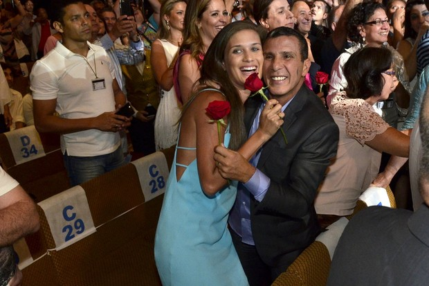 Eri Johnson e a noiva, Alice, em show de Roberto Carlos no navio Costa Pacífica (Foto: Roberto Teixeira/ EGO)