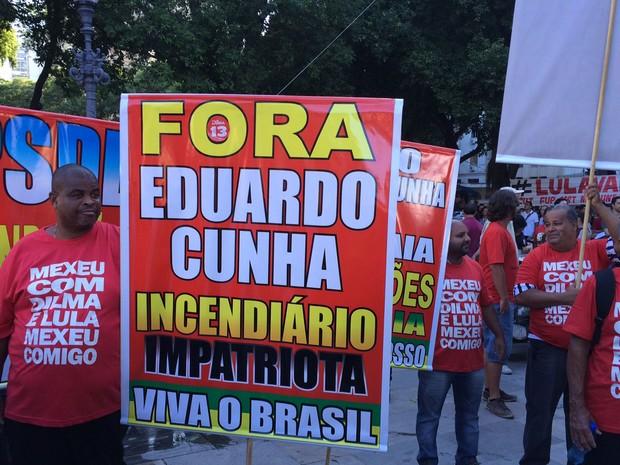 Faixa atacou o presidente da Câmara, Eduardo Cunha (Foto: Alessandro Ferreira/G1)