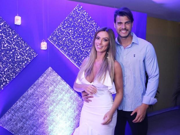Nicole Bahls e o namorado, Marcelo Bimbi, em festa na Zona Oeste do Rio (Foto: Daniel Pinheiro/ Ag. News)