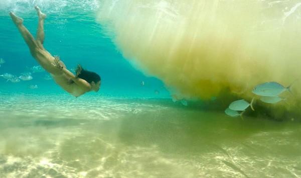 Dani Suzuki: celebrou a liberdade em Fernando de Noronha nadando nua (Foto: Reprodução Instagram)