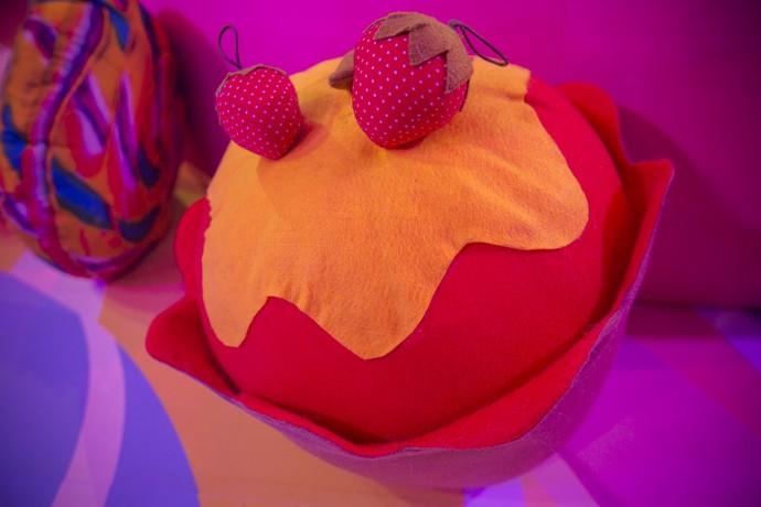 Doce de morango em forma de almofada (Foto: Raphael Dias/Gshow)