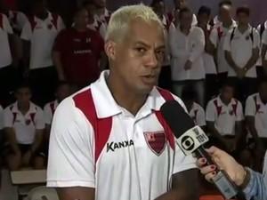 Marcelinho Paraíba espera que a sua experiência no futebol ajude o Oeste (Foto: Reprodução/TV TEM)