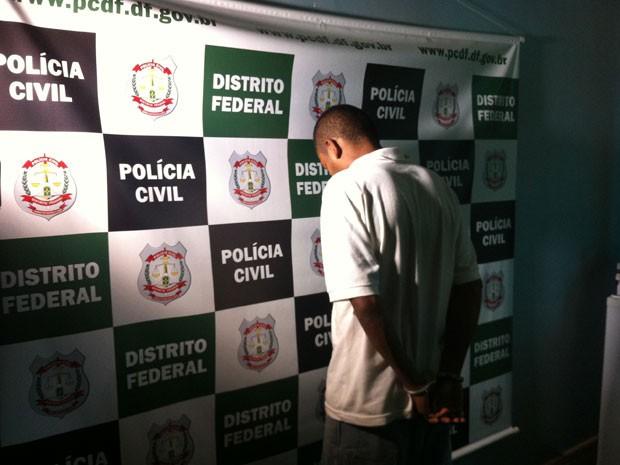 Suspeito foi apresentado pela polícia nesta quinta-feira (28)  (Foto: Káthia Mello/G1 DF)