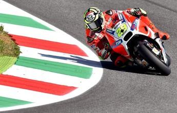 Andrea Iannone faz a pole na Itália; Valentino Rossi larga em oitavo