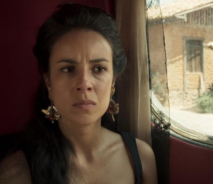 Joaquina não entende por que tanto ódio a Tiradentes (Foto: TV Globo)