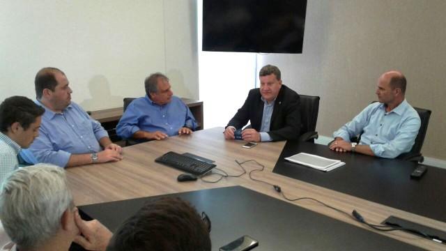 Representantes da RBS SC apresentaram projeto também para o prefeito Chapecó (Foto: Júlio Ettore/RBS TV)