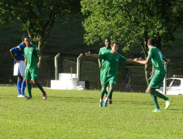 Juniores do Uberlândia vence Januária no Sabiazinho pela seletiva do Mineiro (Foto: Felipe Santos/GLOBOESPORTE.COM)