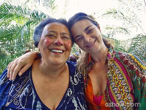 Teuda Bara (com a maquiagem da Mãe Benta) e Dona Tê trabalham juntas há 23 anos (Foto: Meu Pedacinho de Chão / TV Globo)