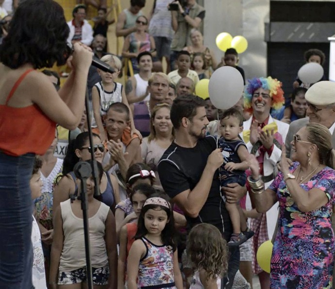 Tóia faz discurso durante inauguração de hospital (Foto: Globo)