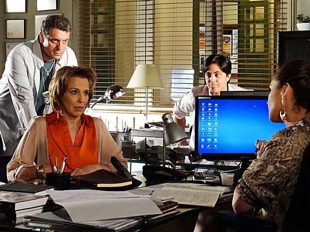 Rachel dá uma informação crucial para a investigação (Foto: Salve Jorge/TV Globo)