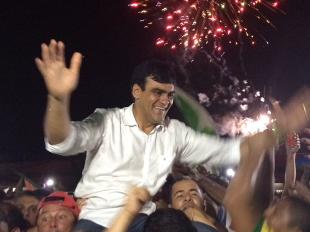 Naumi comemora eleição em Caucaia (Foto: João Pedro Ribeiro/TV Verdes Mares)