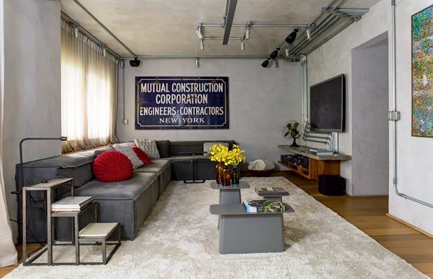 Apartamento equilibra o estilo industrial com madeira e for Casas de estilo industrial