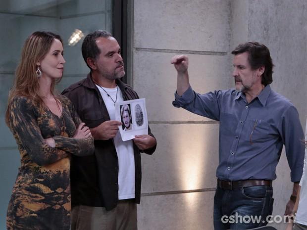 LC fica possesso ao ver foto de Assis (Foto: Felipe Monteiro/TV Globo)