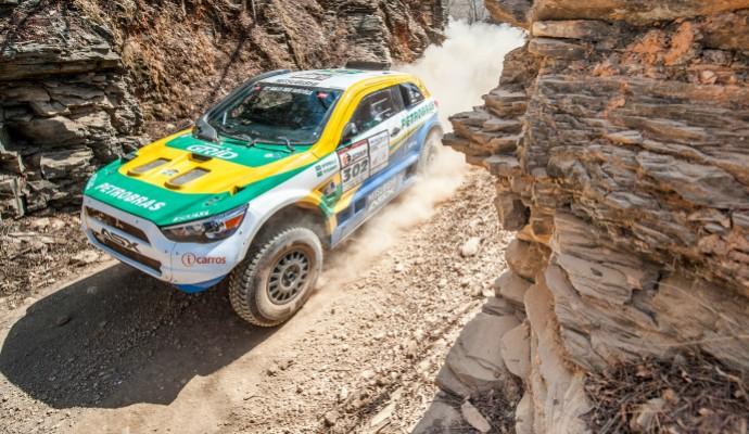 Guilherme Spinelli e Youssef Haddad foram os campeões do Rally dos Sertões na categoria carros (Foto: Gustavo Epifanio)