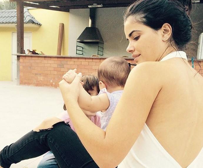Vanessa Giácomo brincando com os filhos (Foto: Arquivo Pessoal)