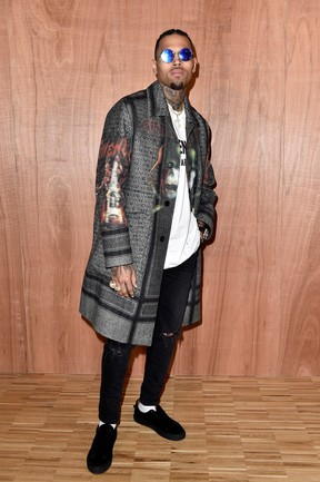 Chris Brown em desfile em Paris, na França (Foto: Pascal Le Segretain/ Getty Images)