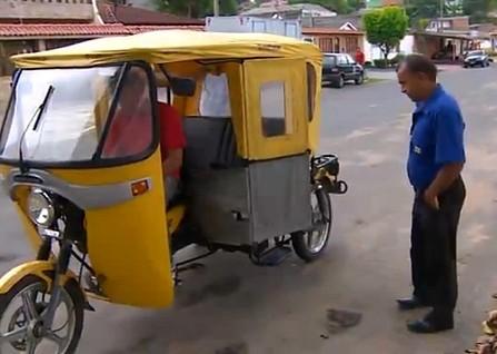 Ao rodar na rua o triciclo chama atenção por onde passa (Foto: Amazônia TV)