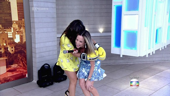 Depois do 'golpe', Fernanda Souza se desculpou com Ana Furtado (Foto: TV Globo)