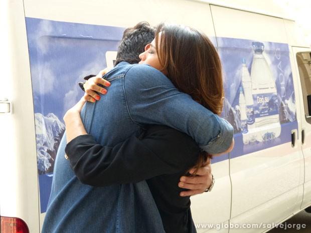 Morena se despede de Théo  (Foto: Salve Jorge/TV Globo)