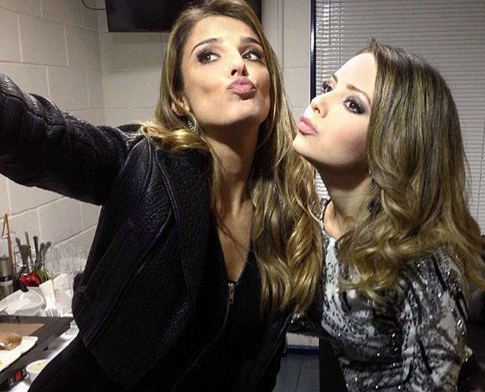 Rafa Brites e Sandy em 'selfie' nos bastidores do 'SuperStar' (Foto: Ìcaro Martins/Gshow)
